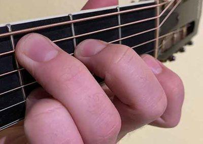 Einfacher Spaß mit Kreativität und Musikalität mit den ersten leichten Akkorden